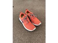 Shoes: Nike roshe run size 6