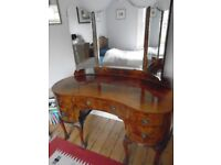 Attractive 1920's walnut veneer dressing table and integral mirror, in good order.