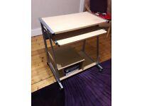 Computer desk for sale £25. Meadowbank.