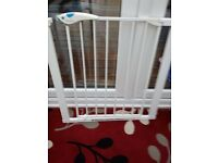 Lindam white colour stair gate