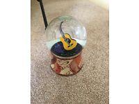 Musical guitar globe