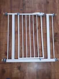 Lindam Easy Fit Plus Deluxe Pressure Baby Safety Stair Gate. White
