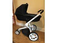 Quinny Moodd pushchair & carrycot - black & white