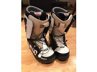 Thirty two snowboarding boots man size 9