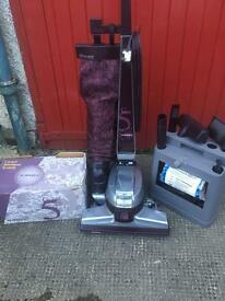 KIRBY G5 HOOVER AND ALL ACCESSORIES...