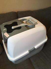 Large hooded litter tray