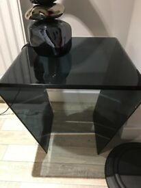 Glass table and lamp in black