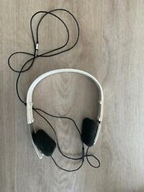 B & O headphones Form 2