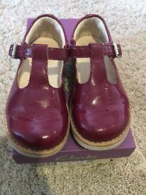 Clark's girls shoes 7.5F
