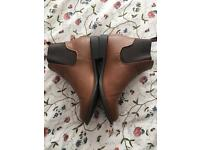 BROWN CHELSEA BOOTS SIZE 7