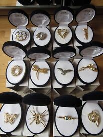 Jewellery £12 for 24 Brooches Bankrupt New Boxed Good Quality Brooches (24 per Box) Gold Plated