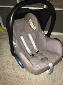 Maxicosi pebble car seat plus base