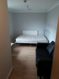 CLEAN ENSUITE ROOM IN IFLORD, IG1 2EF, FOR JUST £595pcm?! WILL GO QUICK+AVAILABLE NOW !