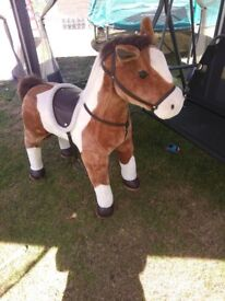 Large free standing horse musical