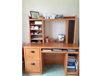 Oak desk in excellent condition £50.00 ONO
