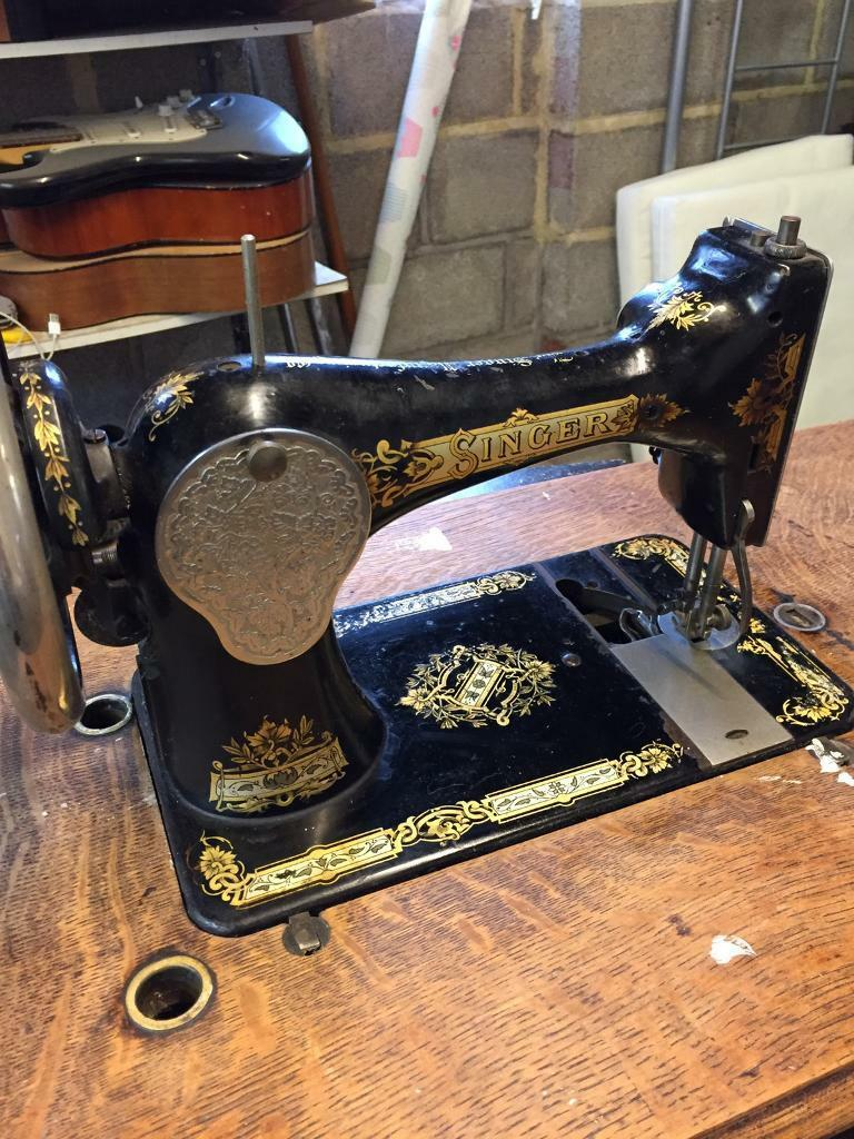 Singer sewing machine with base and cover