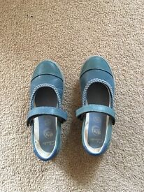 New Clarks shoes size 11F