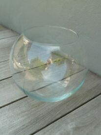 """6 Large fish bowls (23cm / 9"""" diameter). Great table decorations / wedding centre pieces. As new."""