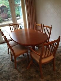 Extendable wooden dining table and chairs *reduced*
