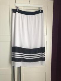 Tu Navy & White skirt size 18