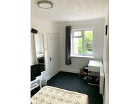 Room for single occupancy in Romford. All bills included.