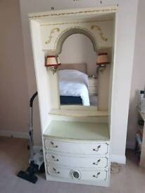 Chest of drawers with mirror and lights