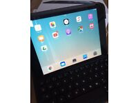 iPad Mini - 16gb - Wifi only - includes charger, keyboard case!
