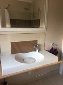 White sink with tap , excellent condition , too large for our bathroom