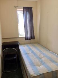 >> LOVELY SINGLE ROOM AVAILABLE 5MINS BY WALK TO LIMEHOUSE STATION ON DLR<<