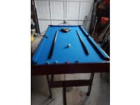 6ft x 3ft pool table with balls, triangle and 2 cues. Great condition. Ideal for Christmas