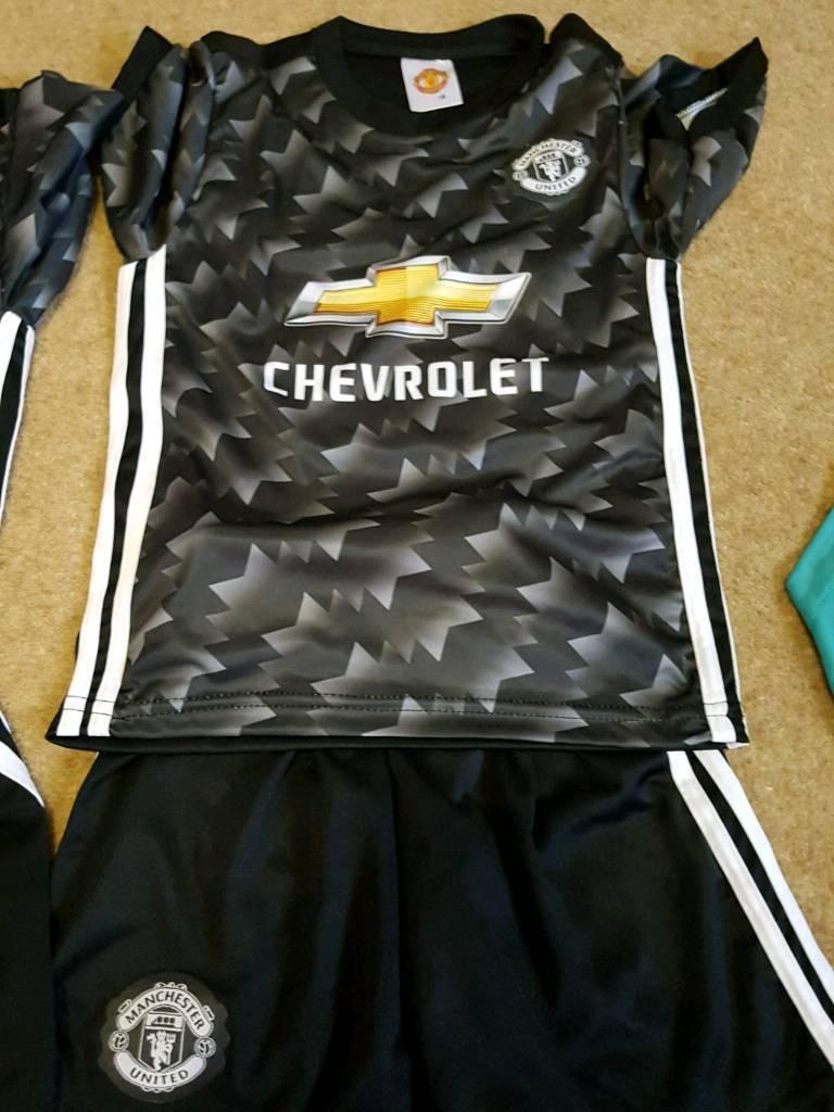 New Man united away kit age 9-10