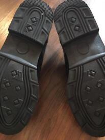 UXEX black leather shoe