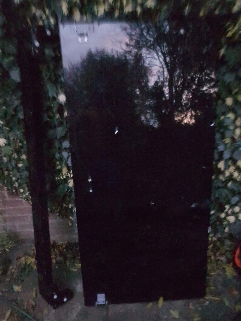 5ft Gloss black bed and matress