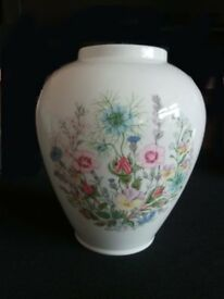BEAUTIFUL ANSLEY VASE