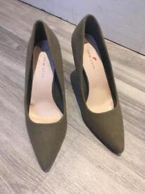New look kakhi heels size 6