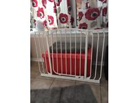 Dream baby extra large baby stair gate