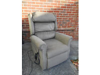 Riser recliner mobility chair
