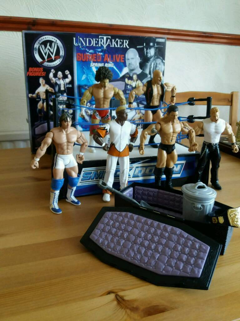 Wresting ring and figures