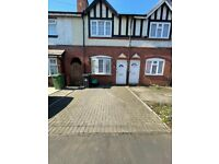Beautiful 2 bedroom 2 Reception Terraced House with Driveway to Let in Halesowen.