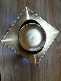 Set of gold dishes