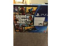 Playstation 4 500g glacier white edition plus 4 games