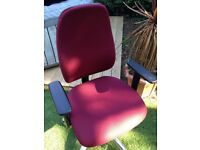 VERY GOOD QUALITY OFFICE/DESK CHAIR IN VERY GOOD USED CONDITION FREE LOCAL DELIVERY AVAILABLE