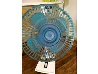 Oscillating cooling fan