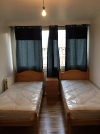NICE TWIN ROOM AVAILABLE NOW IN ROEHAMPTON 160£PW INCLUDING ALL THE BILLS