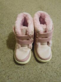 Junior size 10 snow boots