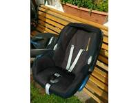 Maxi cosi cabriofix car seat and easy fix base