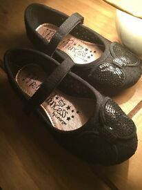 Infant Girls Shoes - Size 9 (NEW)