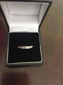Size L . 18carat white gold ring with .27c diamonds
