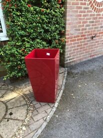 A lechuza cubico garden planter 750 x 400 in gloss. Used but in excellent conditionred.