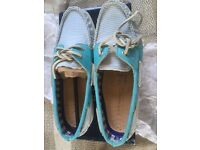 Sperry topside deck shoes new in box size 4